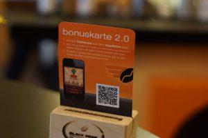 Digitale Stempelkarte: Aufsteller mit QR-Code als Bonuskarte