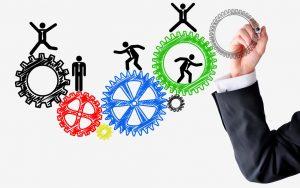 Zahnräder und Effizenz mit Menschen für Produktivität im Marketing