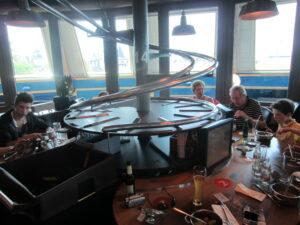 Ansicht eines Tisches im Restaurant FoodLoop im Europapark Rust - Erlebnisgastronomie