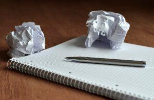 zerknülltes Papier als Maßnahmen