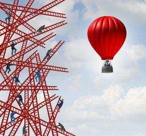 Schöpferische Zerstörung - innovativ mit Ballon anstatt per Leiter