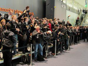 wartende Journalisten und Fotographen