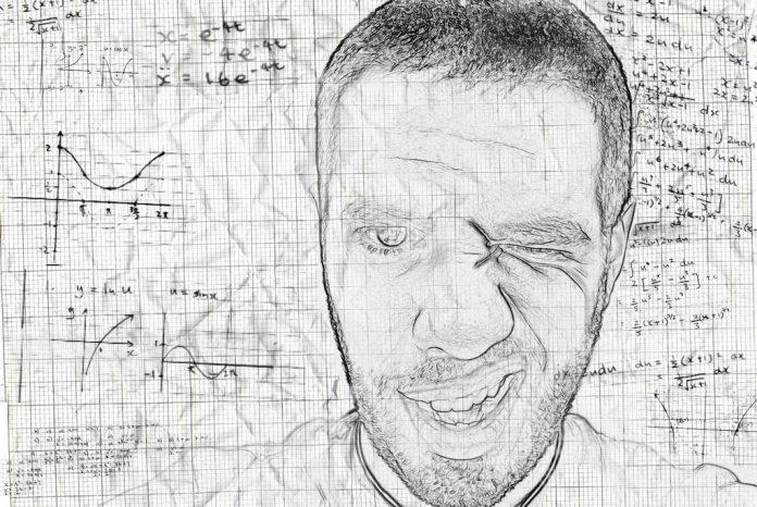 Rechenformeln und Analyse auf Karopapier mit skizziertem Gesicht