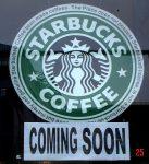 Schild mit Starbucks coming soon