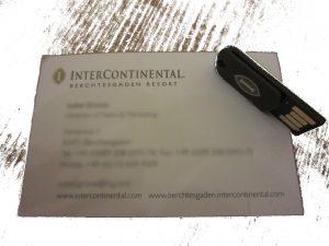 Visistenkarte mit Pressemappe auf USB-Stick