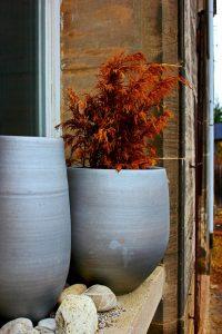 Vase mit Steinen zur Geschichte zur Produktivität
